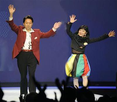 At the same event, with Miyuki Hatoyama demonstrating her own unique fashion sense