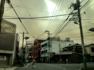 "Tokyo is wrapped in a yellow haze today as the ""Smog From Nowhere"" (出所不明な煙霧 )envelops the city"
