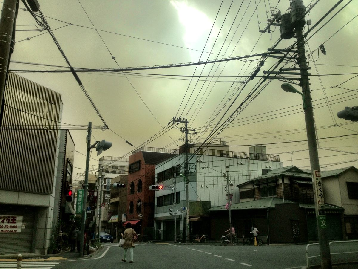 Bad News: Mysterious Smog (煙霧) Eats Tokyo ★ Good News: It's Summer?!