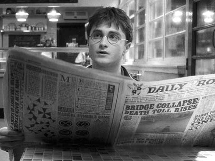 Radcliffe-san has been preparing to play the role of a newspaper journalist for over 10 years. To write for a newspaper, you have to read the newspaper.