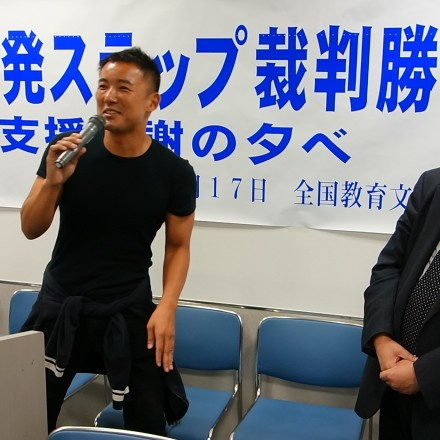 Taro Yamamoto, Diet Upper House Member and celebrity (left) celebrates victory for freedom of the press with journalist Minoru Tanaka (right)